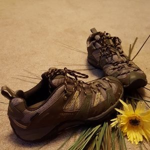 Women's Merrell Performance Vibram shoes size 7.5